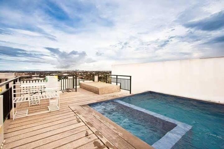 1 Bedroom Condo - Las Piñas City(Royal Palm Condo)