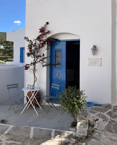 Cycladic house with awesome views in Lefkes