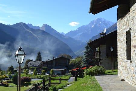 Spettacolare vista sul Monte Bianco - La Salle - 公寓