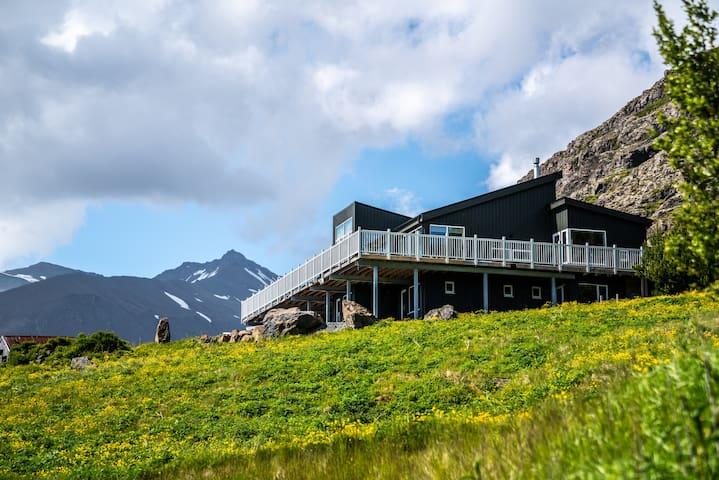 Private Luxury NEW ROOM-7 mins to GlacierLagoon #2