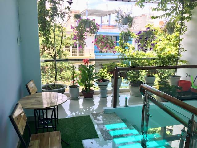 A studio apartment near Han river, cheap and quiet