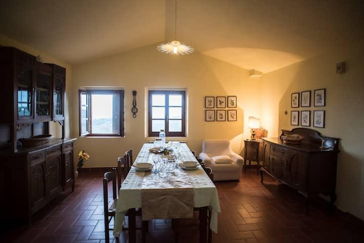 Casolare ristrutturato tra Umbria e Toscana