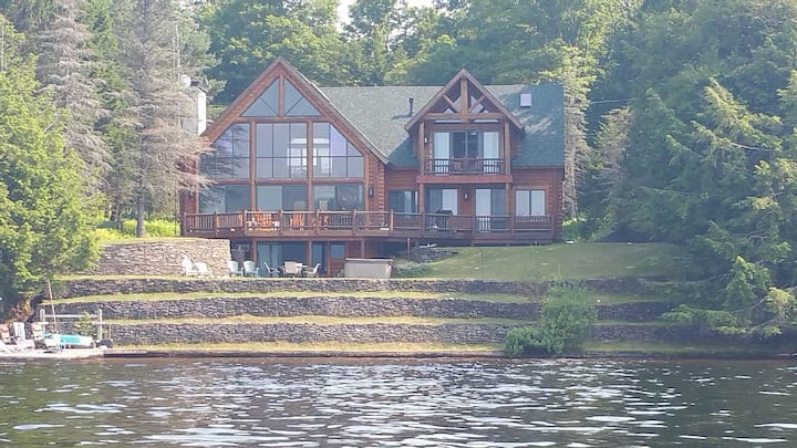 Adirondack Log Lakehouse
