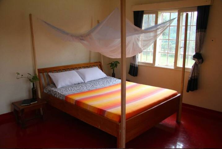 Sunny large double room in Jinja town!