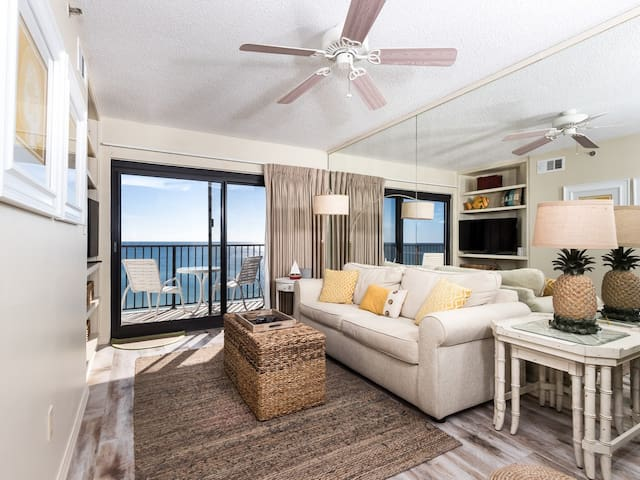 Gorgeous pet-friendly condo! Incredible gulf-front views plus in-unit washer/dryer! Free Wi-Fi.