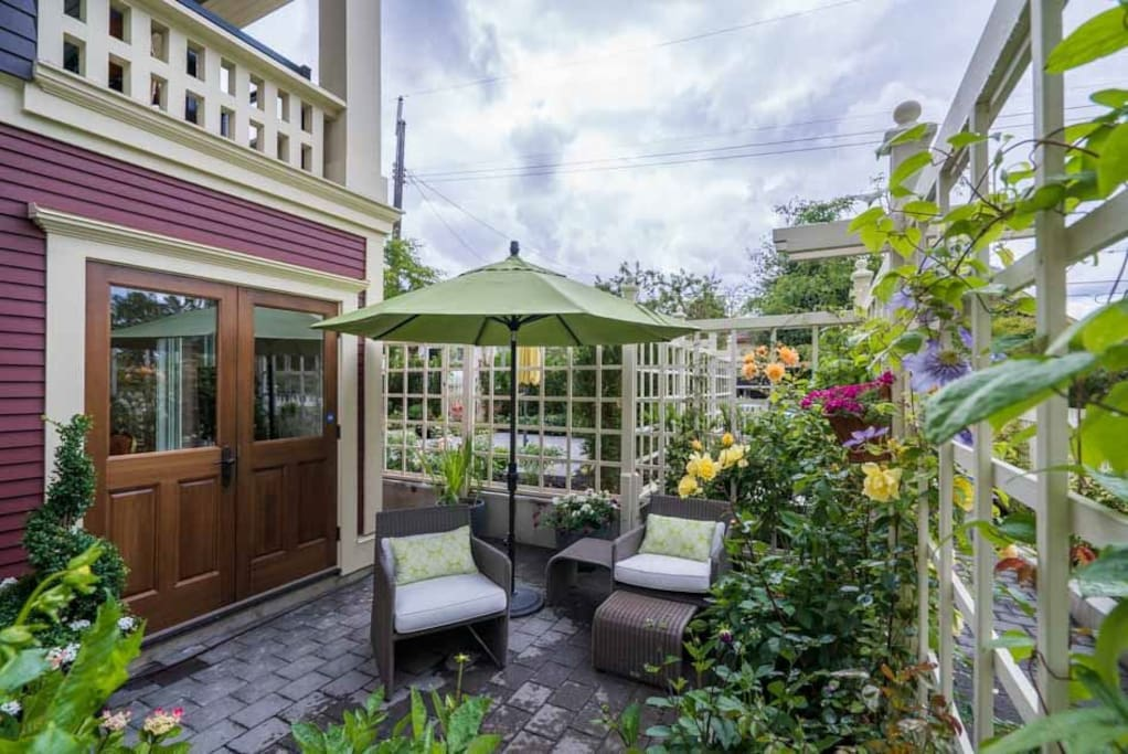 Sunny Two Bedroom Suite In Kitsilano Heritage Home Townhouses For Rent In Vancouver British