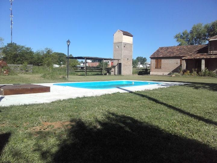 Casa con parrilla piscina parque Via Lantelme (2)