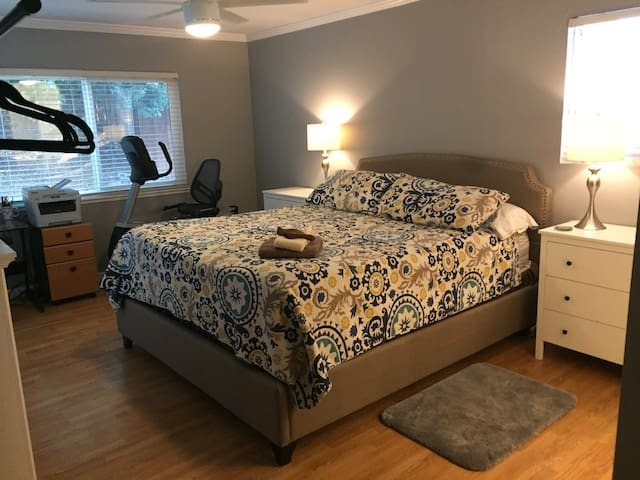 MV-4, CAL KING BED, Private Bath, Master Bedroom - Mission Viejo - Huis
