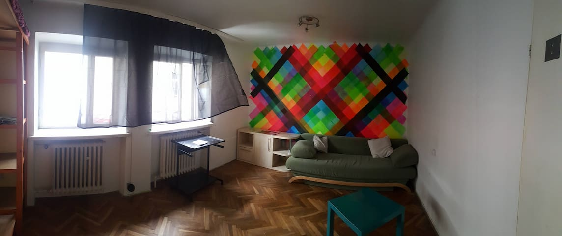 Double bed room, private, 2km to City Center.