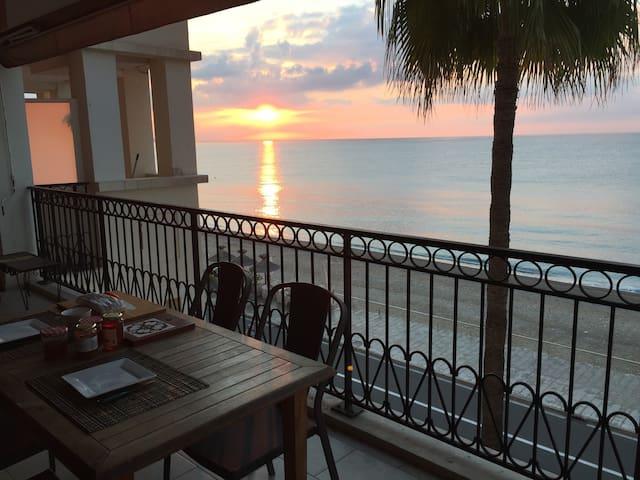 La terrasse au lever du soleil