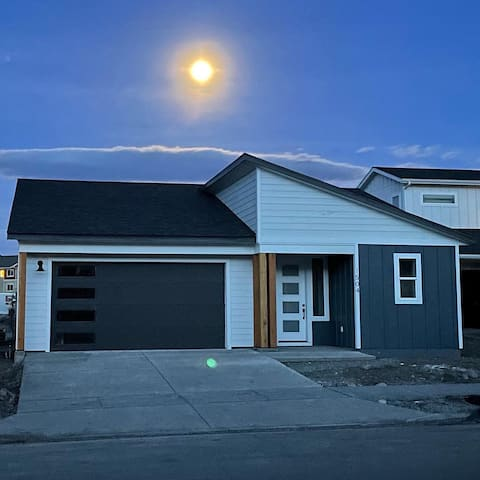 Beautiful new Bozeman home, incredible location