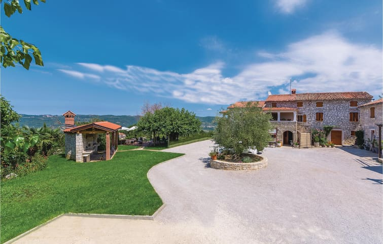 Spacious villa in Vizinada