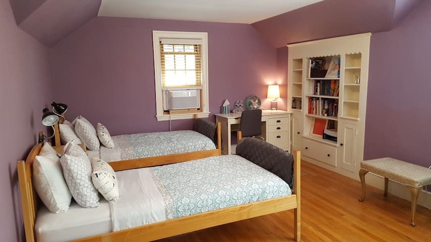 Immaculate Room in Professor's Home - Brookline - Maison