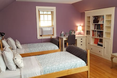 Immaculate Room in Professor's Home - Brookline - House