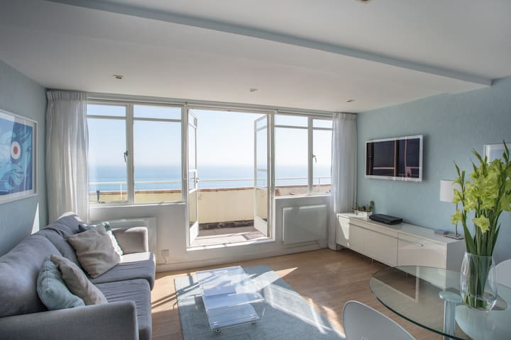 Stunning Seafront Penthouse, Private Sun Terrace