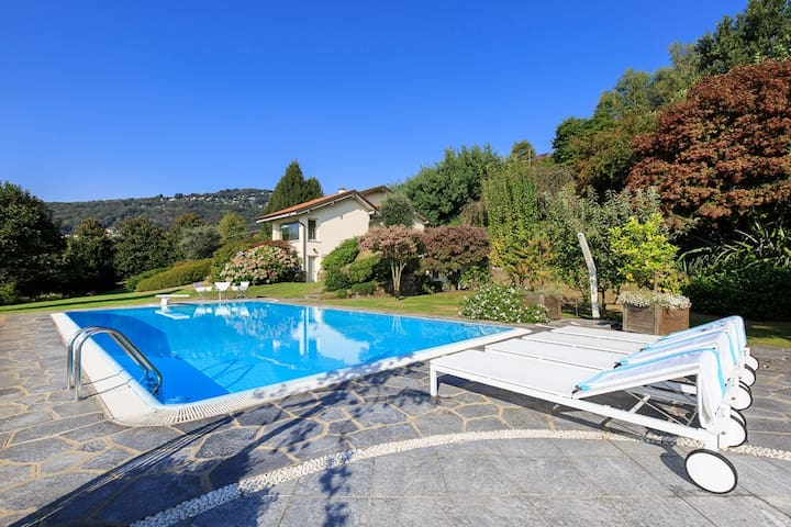 Villa with pool and the best view over the lake! - Lesa - Villa