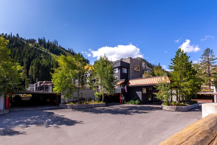 Four Seasons of Fun in Squaw Valley - 1 BR