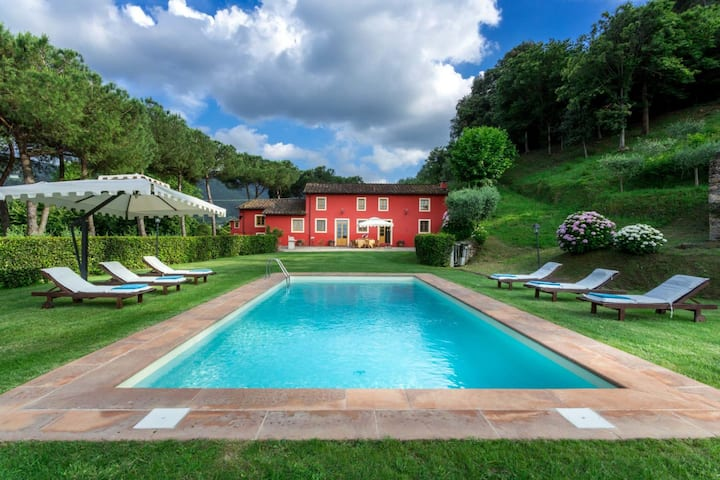 Charming 4 BR Villa With Valley Views