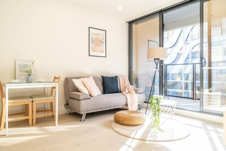 MODERN Comfort Perfect Location/1B1BRST Kilda RD