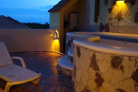 Amplio duplex con Jacuzzi privado en terraza - Appartement