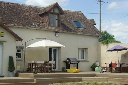 Maison Ensoleillée  .  Cottage  Aples Mancelles
