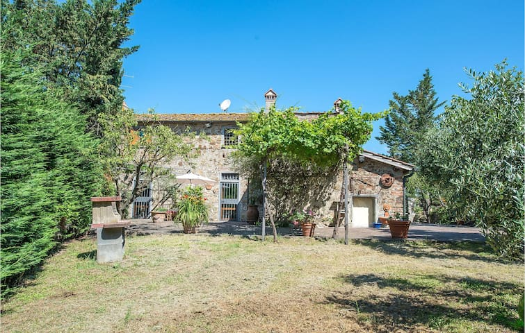 Semi-Detached with 3 bedrooms on 200m² in Barberino d.Mugello FI