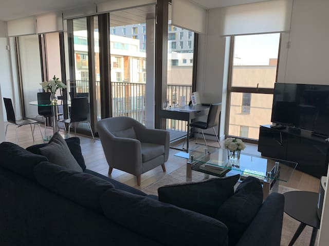 2 Bed, 2 Bath | Rooftop Terrace | 5mins to O2!