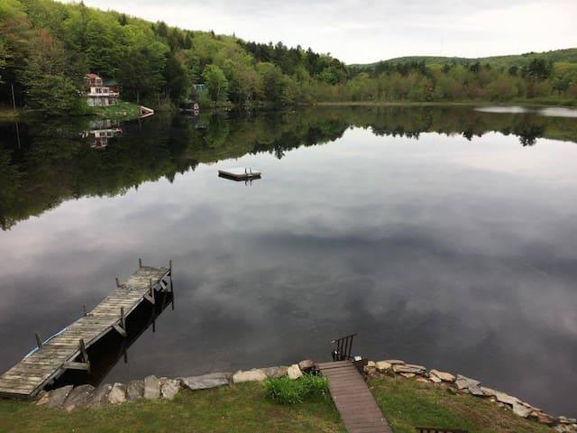 Cabin by the Lake: It's Leaf-Peeping Season!