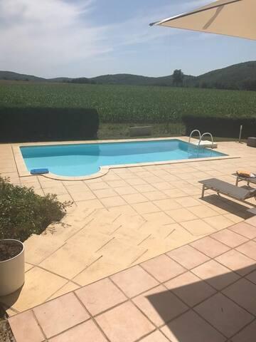 Maison de vacances avec vue et piscine