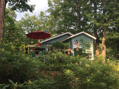 Hilltop Red Roof Lakeview /Bunkhouse/Pet Friendly