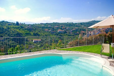Stunning apartment in villa with beautiful pool - Imperia - Villa