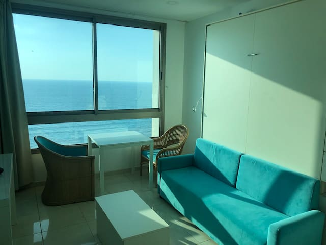 Charming studio with full sea view