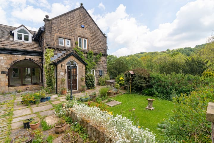 Hebden Bridge Hidden Gem, Pennine Way House Stay.