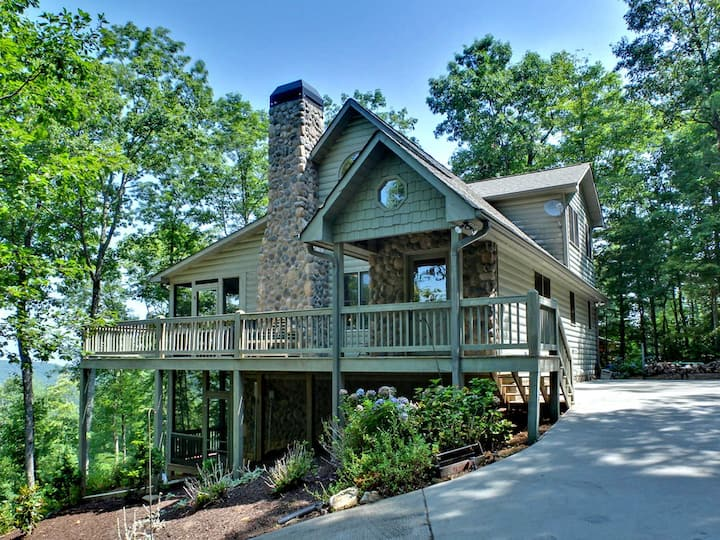 """""""Not Your Average Bear!""""  Screened Porches-Jacuzzi"""