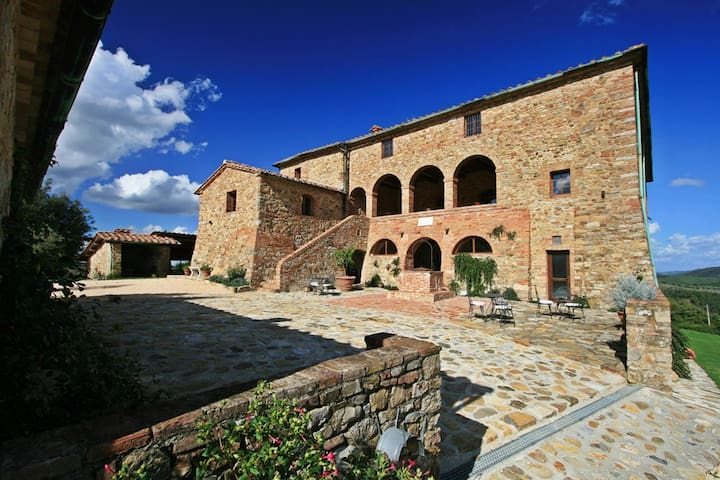 Luxury villa in Tuscany up to 25 people/12 bedroom - Anqua