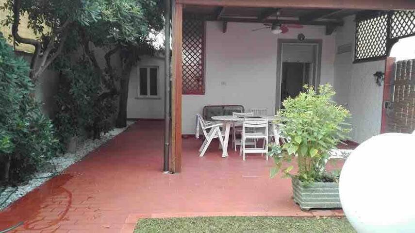 Appartamento con giardino Cinquale