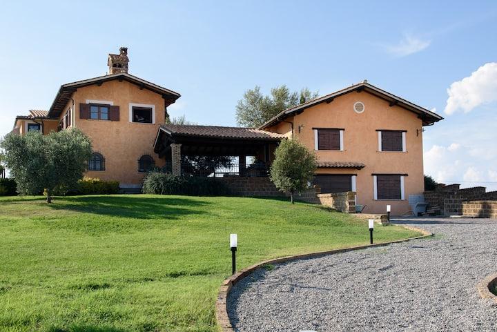 Splendido Casale immerso nel verde della Tuscania