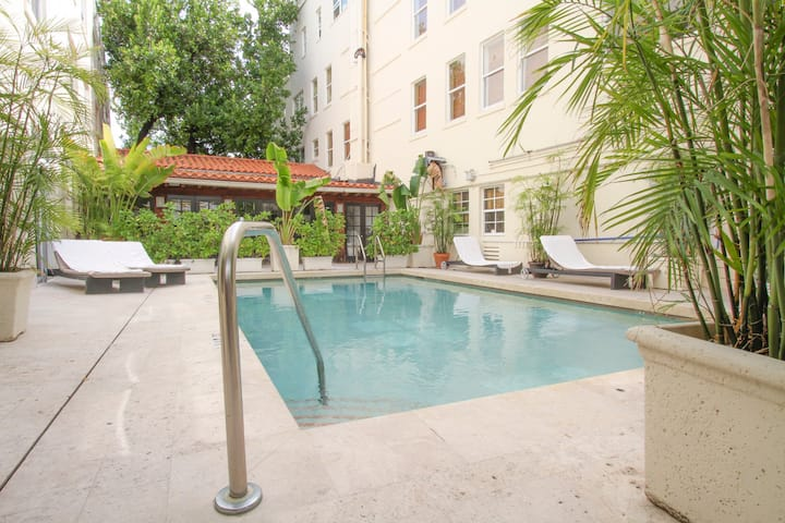 1bdrm apt on SOUTH BEACH,best location with POOL