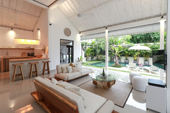 Stylish villa near Kudeta beach & Seminyak square