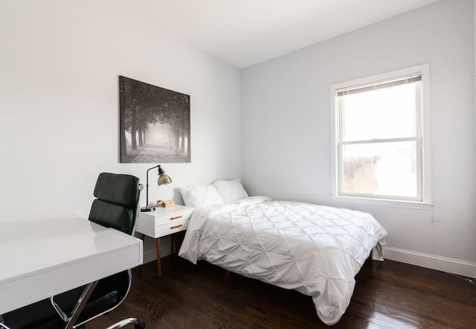 Huge private room in Coliving 40mins to Manhattan