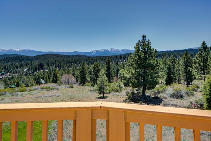 Truckee Retreat - 5BR Cabin w/Stunning Views