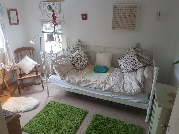 Cosy bnb room lovely farmhouse nr UNESCO w.h. site