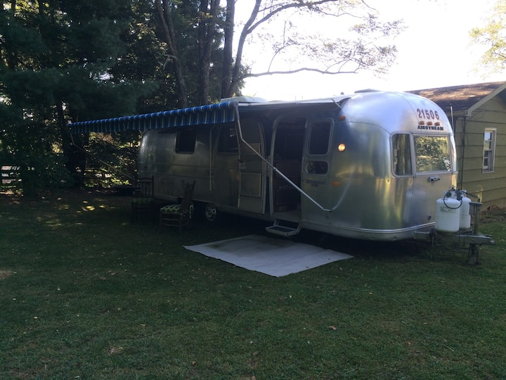 Vintage 72  airstream. Use bathrooms in main house