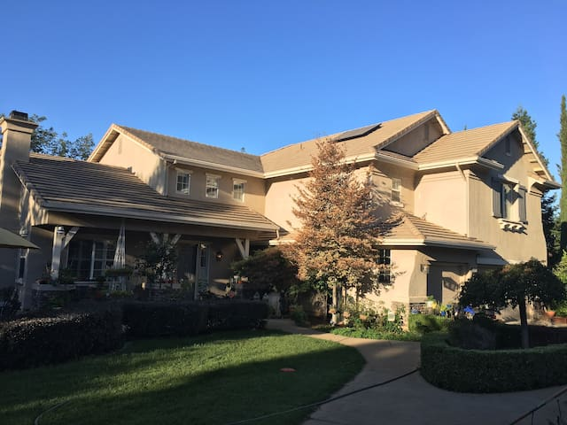 el dorado hills chat rooms Located in picturesque el dorado hills, pinnacle at serrano offers luxurious  open floor plans with spacious decks and outdoor rooms  live chat text.