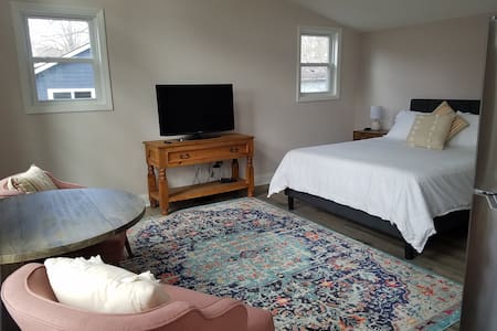 Brand new, adorable guesthouse close to downtown