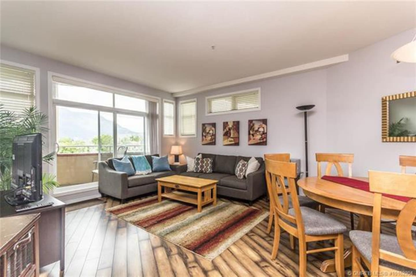 Beautiful two bedroom condo on lake Okanagan
