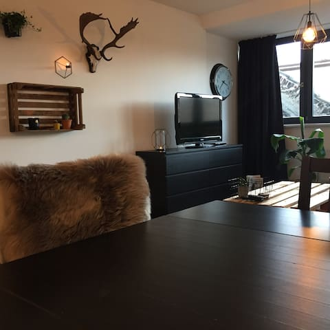 Lovely apartement above shops (city center) - Maastricht - Leilighet