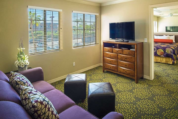 One Bedroom Resort Suite on the Bridgewater Channel in Lake Havasu