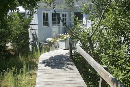 2-Bedroom with A/C and Pool for July 4th week - Fire Island Pines