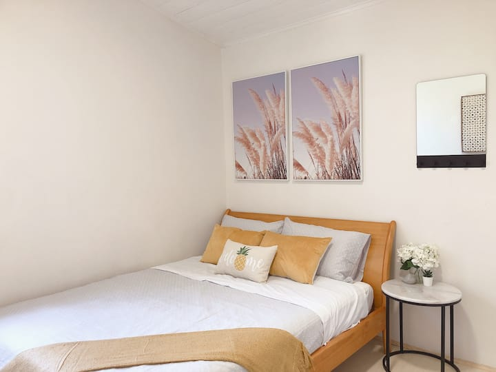 Quiet Private Double Room in Kingsford near UNSW, Randwick Light Railway&Bus G3 - ROOM ONLY